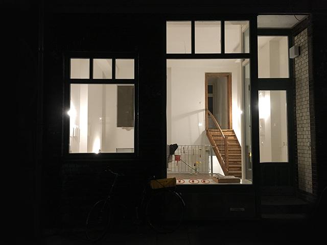 wohlwillstrasse,-fassade-bei-nacht,-st.pauli,,-sabine-schumacher,-fenster,-jaegerpassage,-not-the-girl,-st.-pauli